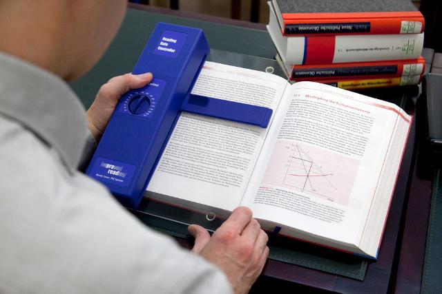 """Bei uns trainieren Sie Speed Reading u.a. mithilfe eines speziell entwickelten Gerätes, dem """"Rate Controller"""", mit dem Sie unnötige Lesebremsen abbauen und effiziente Leseroutinen trainieren"""